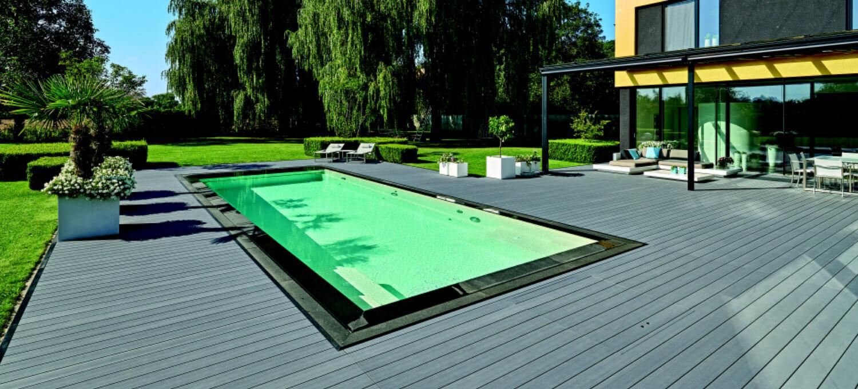 Slipvrij terras aan zwembad