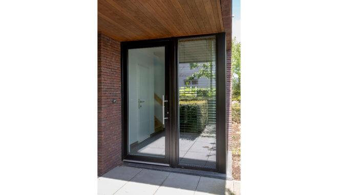 Moderne glazen deur